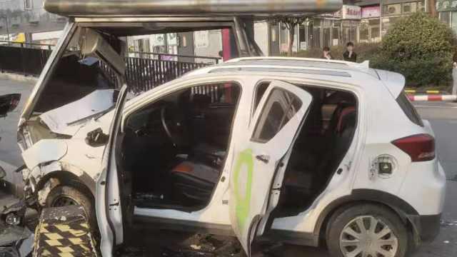 长沙共享汽车失控撞电动车,1死3伤