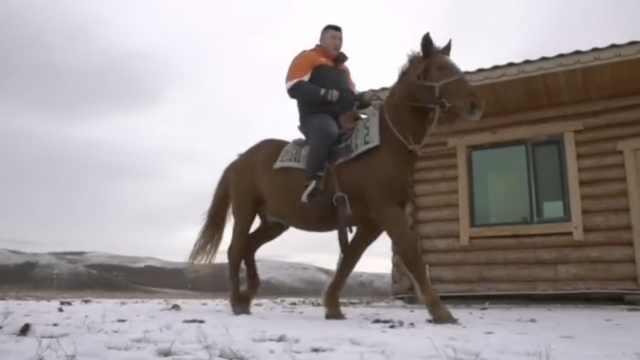 再实锤!内蒙古快递员雪中骑马取件