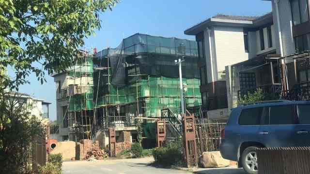 景区内47户别墅违建,官方强制拆除