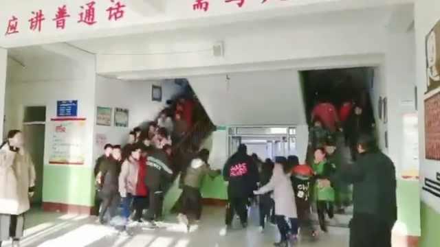唐山地震小学90秒撤离,老师最后走