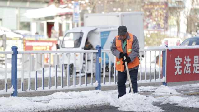 张家口全城积雪,环卫1天铲雪12小时