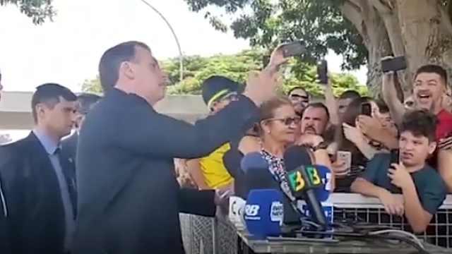 被问儿贪腐,巴西总统:记者像同性恋