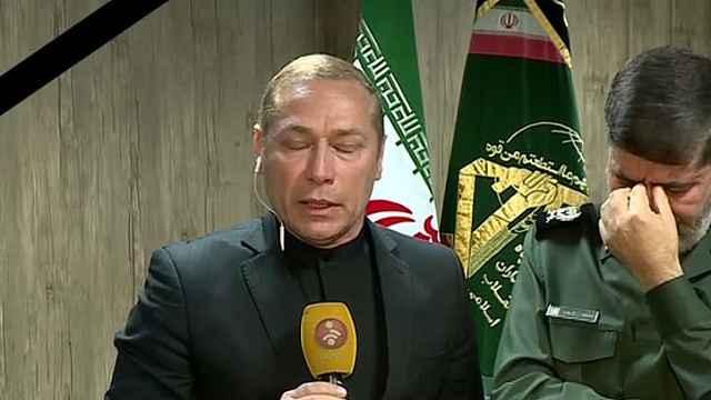 得知伊朗少将死讯,主持人直播哭泣