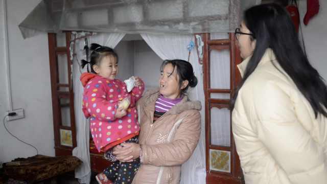 她学成后回乡扶贫,与家人常年分居