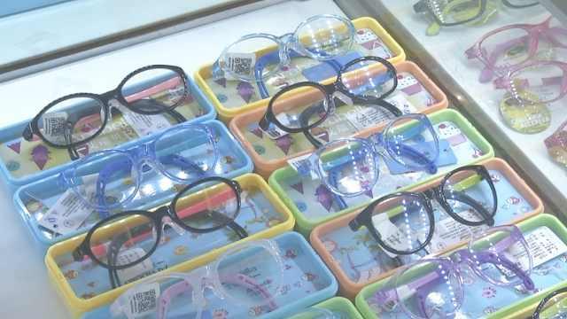 男童患千度近视,每天玩6小时学习机