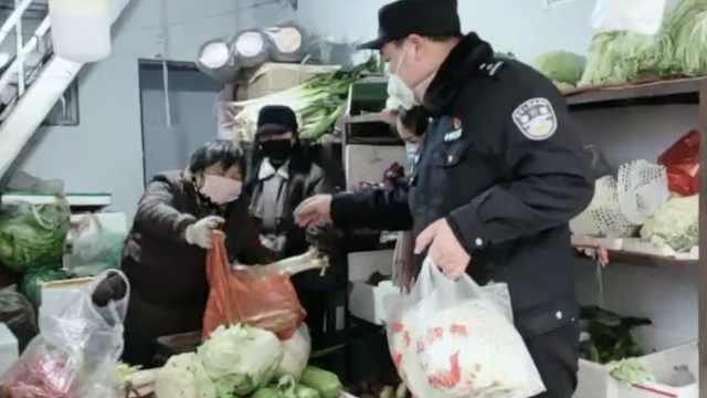 2户居民隔离观察,民警自费帮买食材