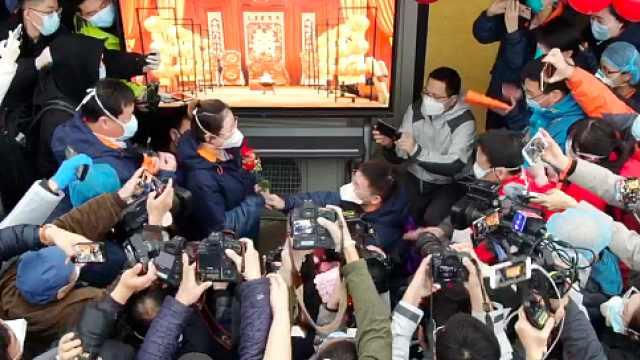 上海援鄂护士雷神山举行最简陋婚礼