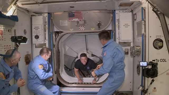 SpaceX载人龙飞船成功对接国际空间站