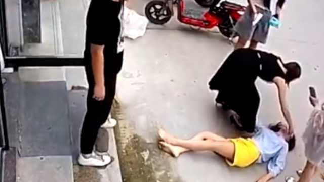 遭家暴跳楼女子能站起来了:历经11个月治疗,还无法独立行走