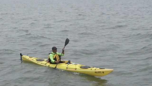 51岁航海人驾皮划艇27小时穿越渤海湾,体力消耗相当跑4个全马