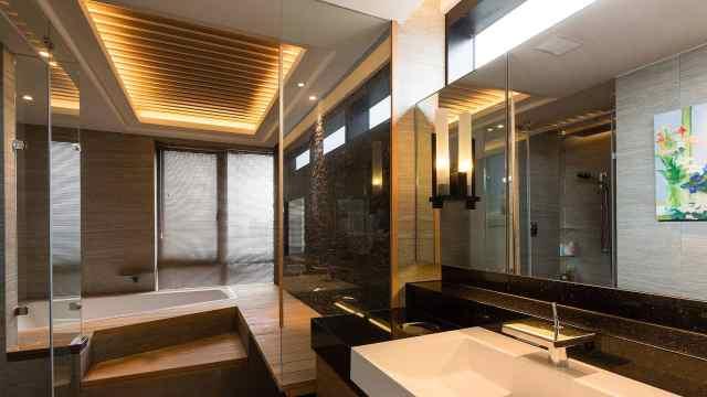 卫生间太潮不想打柜子?学会这样向墙壁借空间,实用又漂亮!
