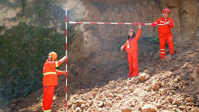 庆阳公路局举行地质灾害及桥梁突发事件联合应急演练
