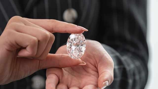 第二大椭圆形钻石无底价拍卖:重102克拉,9月15日线上开放
