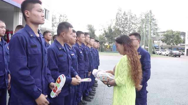 感动!烈士母亲为消防员送43双缝制鞋垫:每次出勤都平安归来