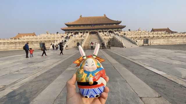 兔儿爷过年② 故宫铜牛备受青睐,游客打卡如意展盼吉祥如意
