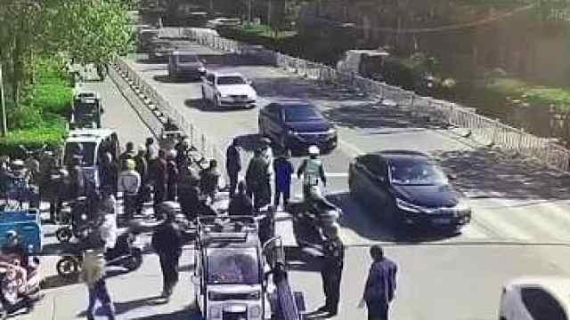 无证驾驶违法载客还冲卡,南通一男子被拘