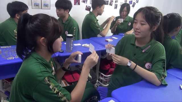 寓教于乐!山西一学校制作英语扑克,学生教室内