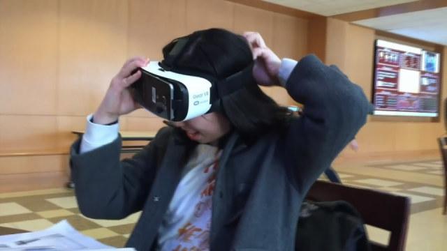 留学生美国商场体验VR游戏