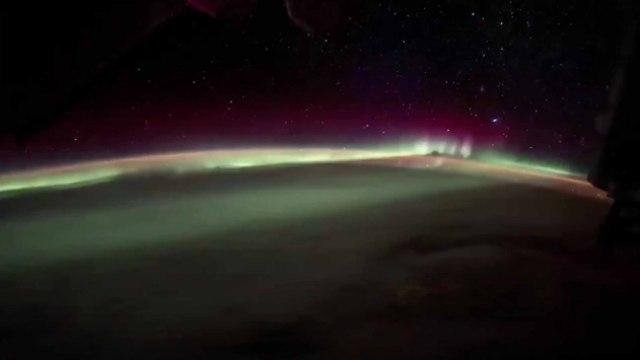 惊艳!NASA宇航员太空拍出绚丽极光