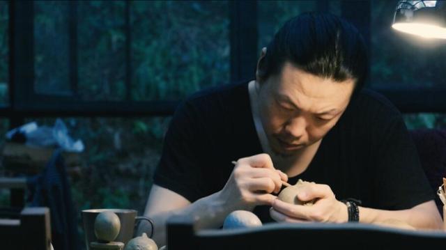 杭州凤凰山脚下的神秘人形师