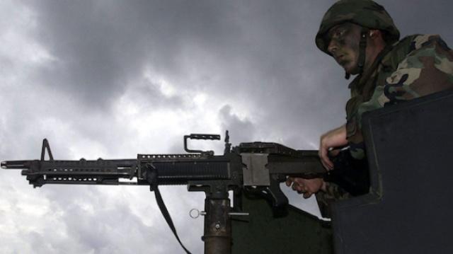 凶残的M240B机枪,能轻松击穿墙壁