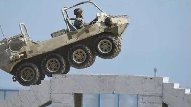 8个轮子的战车,爬楼如履平地