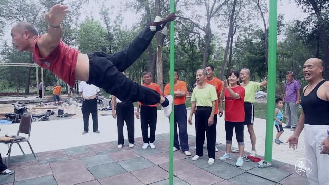 平均年龄70岁的体操队