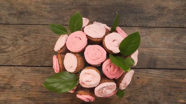 令人惊艳的花束纸杯蛋糕