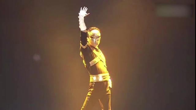 马云年会模仿迈克尔杰克逊经典舞蹈