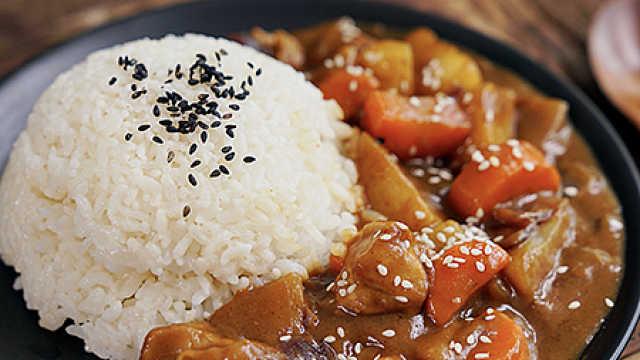 连盘子都会舔干净的美味速成咖喱鸡