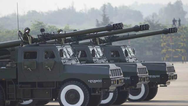 国产155毫米卡车炮集体亮相