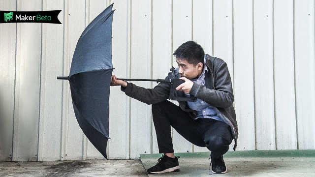 小伙的伞能发射水弹?!