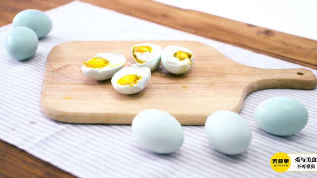 你们吃咸鸭蛋是切开吃的吗?