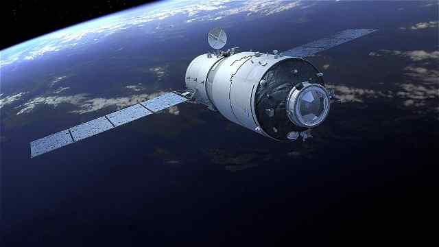 卫星漂在太空为什么不会掉下来?