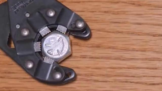 可以转动不同大小螺母和螺栓的扳手