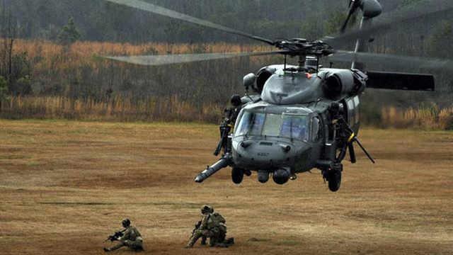 """美制""""黑鹰""""直升机来华30年"""