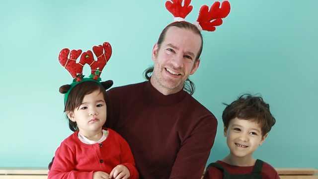 超级奶爸+萌娃=最甜蜜的圣诞祝福!