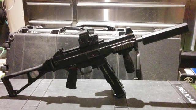 德国为特种部队研发的UMP冲锋枪