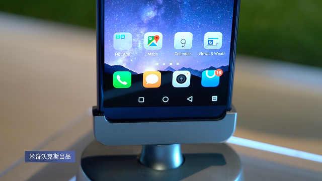 """感觉买一""""送一""""的双屏手机体验"""