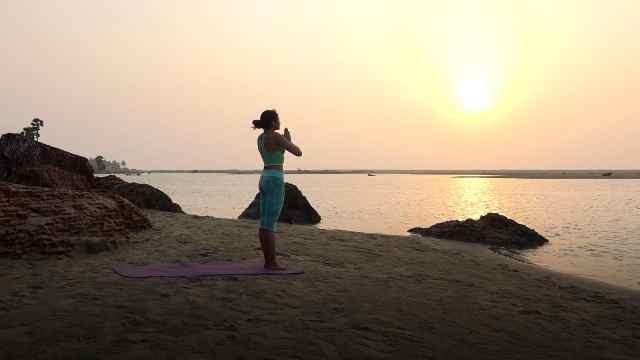 四个月渐进瑜伽练习:第一套动作