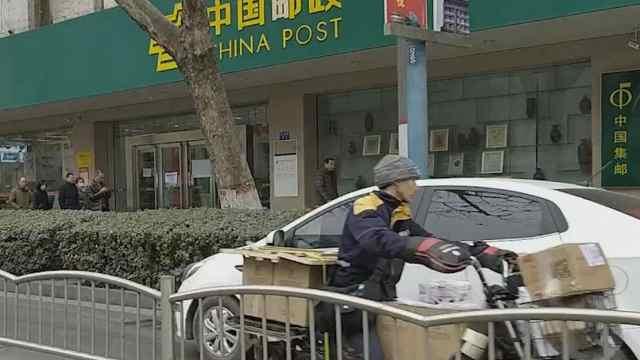 猛犸视频丨郑州汽车占非机动车道…