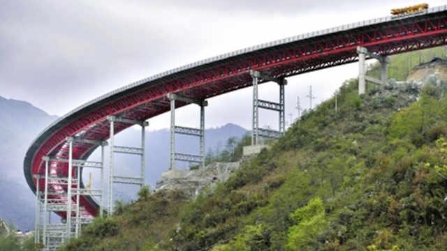 中国最险大桥,开车如坐过山车