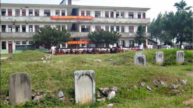 为什么人们都说学校地下都是坟墓?