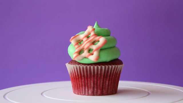 红绿配杯子蛋糕,还有个小星星呢