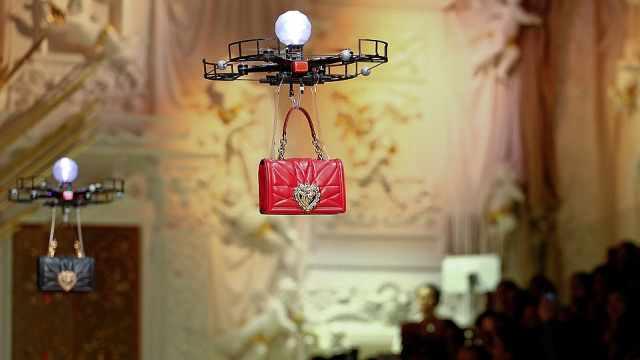 无人机模特展示包包,网友赞有新意