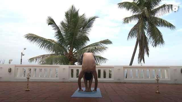 印度古式瑜伽教学: 前屈式