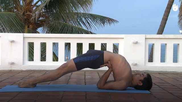 印度古式瑜伽教学:桥式肩倒立式
