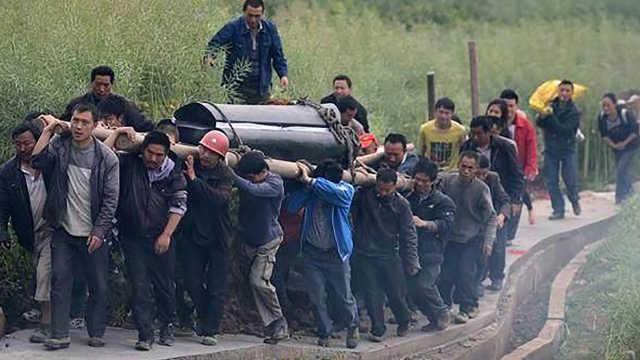 怎么农村的人说下葬棺材越抬越重?