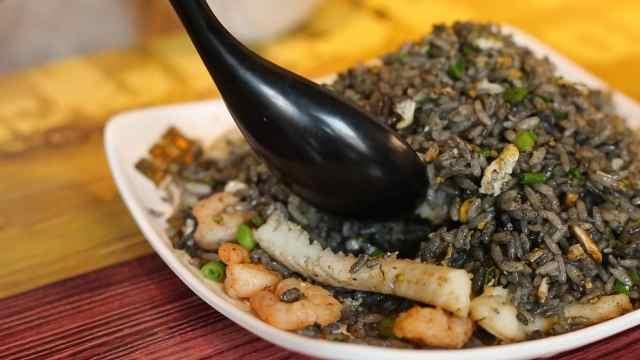黑色炒饭太好吃了