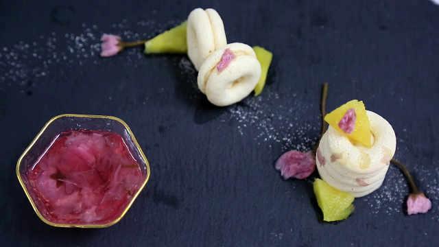 樱花酱与椰香蛋白饼:练习摆盘创作